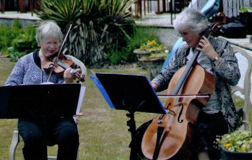 Divertimento Duo, Mary Eade & Vicky Evans